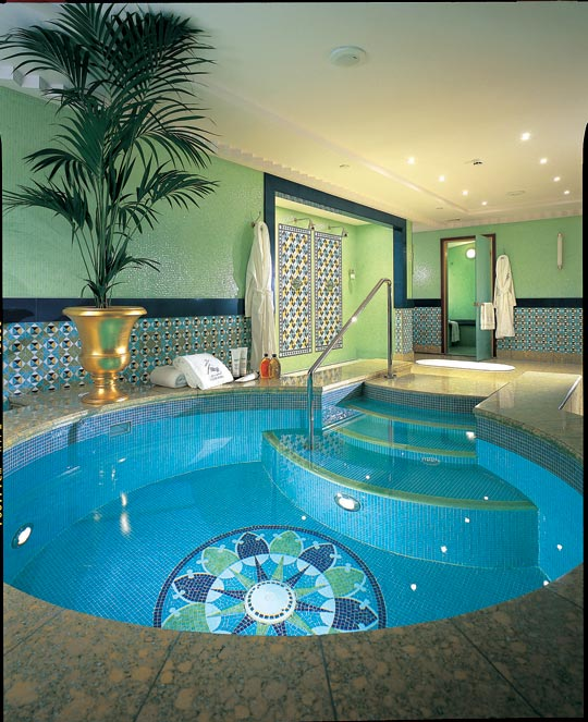 jacuzzi in room hotel Photo