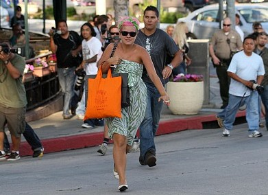 LILLY ALLEN PAPARAZZI IN MIAMI BEACH LILLY ALLEN SHOPPING IN MIAMI 2
