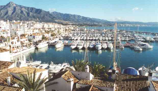 no7_agency_puerto_banus_marbella_spain_photo_of_yachts_in_puertobanus